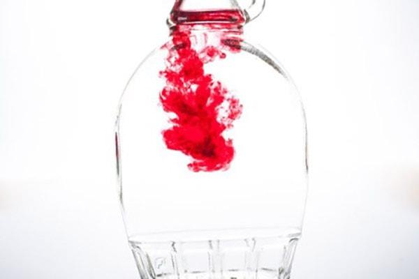 رنگ مایع قرمز