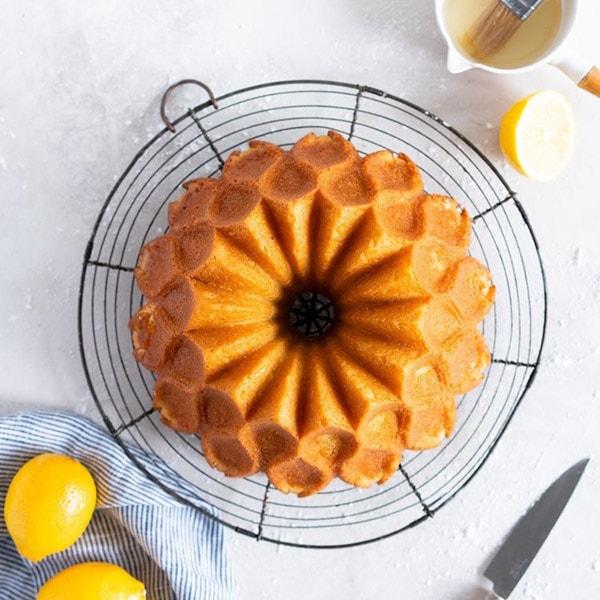 کیک جدا شده از قالب