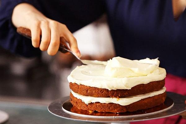 تزیین کیک با خامه قنادی