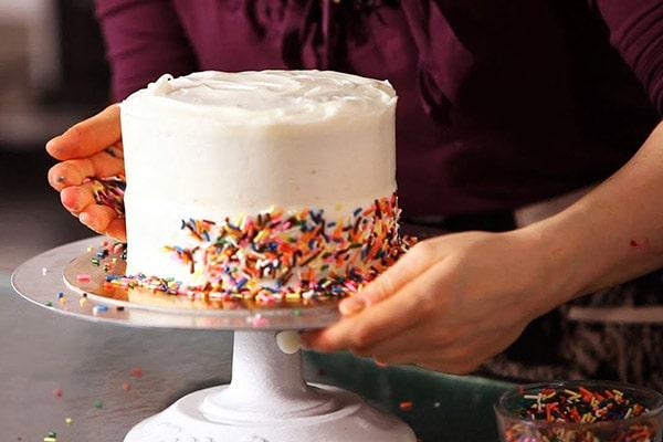 تزئین کیک و شیرینی