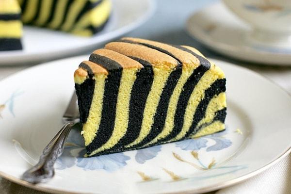 طرز تهیه کیک دو رنگ شکلاتی و ساده