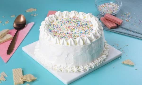 کیک با خامه صبحانه